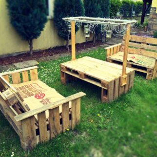 Salon de jardin en palette le guide diy ultime blog - Construction salon de jardin en palette ...