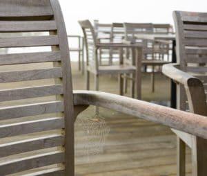 Comment entretenir et rénover vos meubles de jardin en teck ? - Le ...