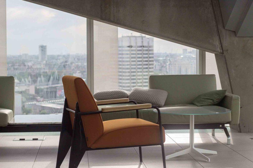 Un petit salon haut de gamme contemporain for Mobilier contemporain haut de gamme