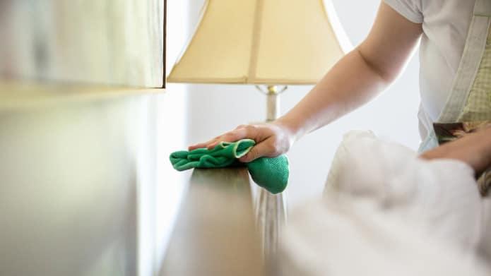 [GUIDE A-Z] Comment nettoyer son canapé design en tissu ?