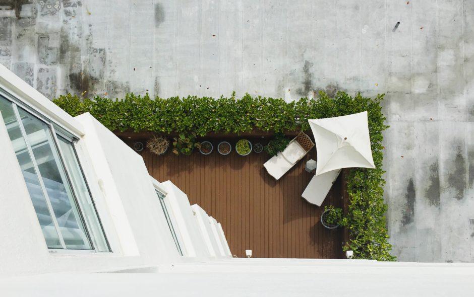 Salon de jardin pour petite terrasse, comment choisir ? - Le Blog Delorm